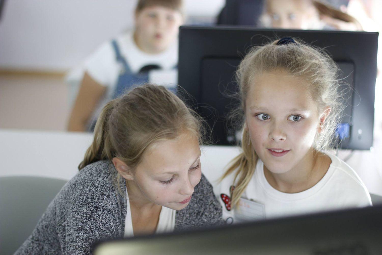 Mergaitės ir technologijos